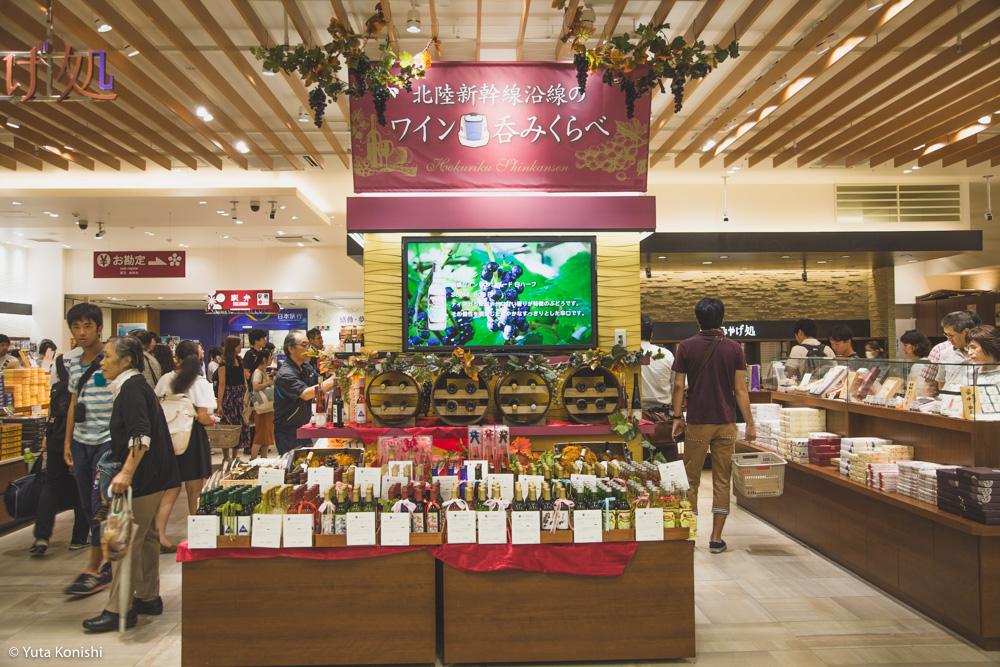 北陸新幹線沿線のワイン呑みくらべ開催中! 金沢駅「おみやげ処」で開催中!!一度に地物ワインが集まることはなかなかないよ!